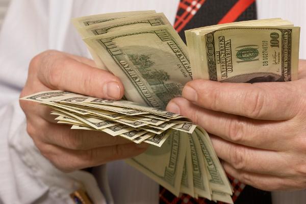 Економіст розповів, скільки буде коштувати долар через місяць